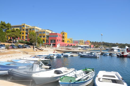 Aparthotel del Mar: Sideview from marina