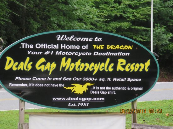 Deal's Gap Motorcycle Resort: tail  fo the dragon,