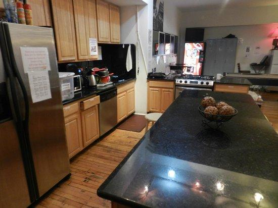 IHSP Chicago Hostel: Keuken
