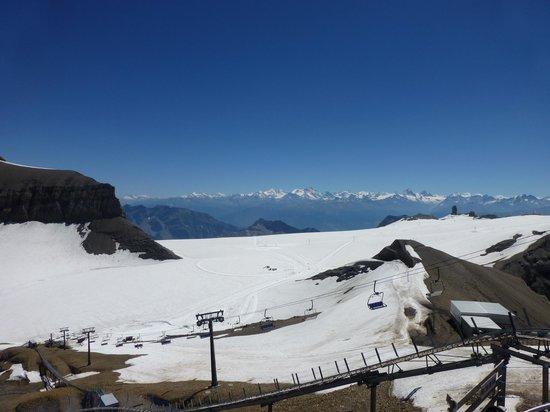 Glacier 3000: View of the glacier