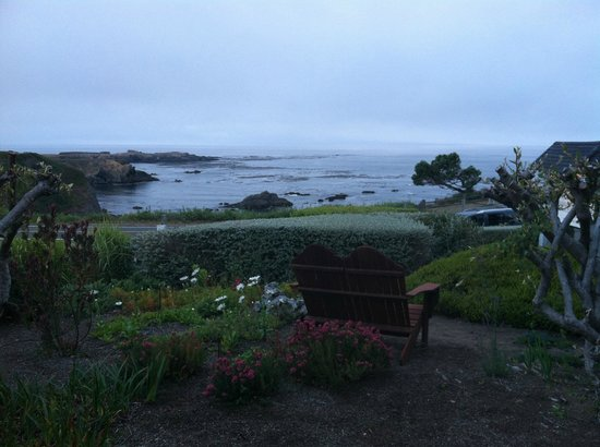 Sea Rock Inn: Perfect perching place within the garden to enjoy the view