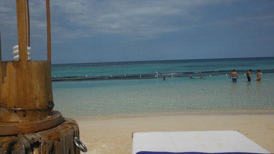 Silver Seas Resort Hotel: Praia em frente do hotel