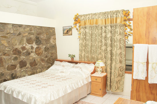 Les Coteaux, Tobago: Bedroom of the Two bedroom apartment