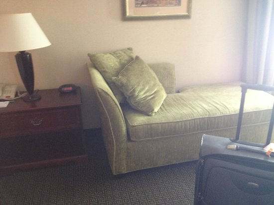 Holiday Inn Biloxi: Lounge in room 319
