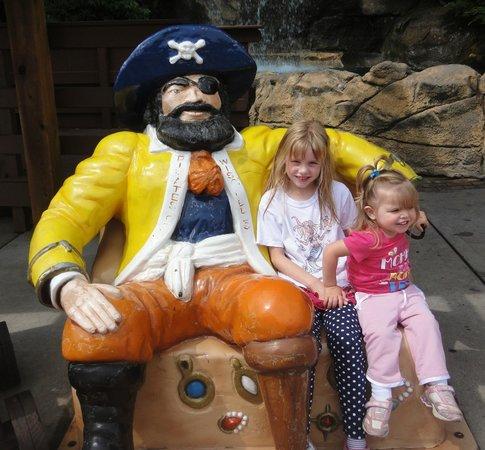 Pirate's Cove Adventure Golf : Pirate Statue