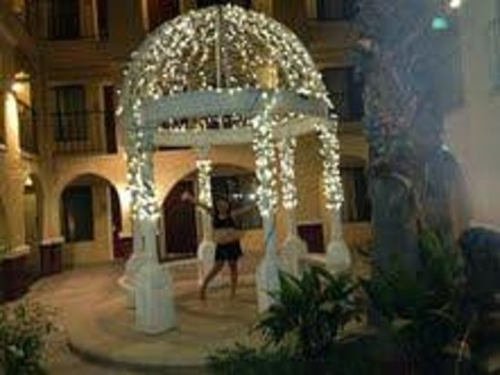 Best Western Moreno Hotel & Suites: outside gazebo