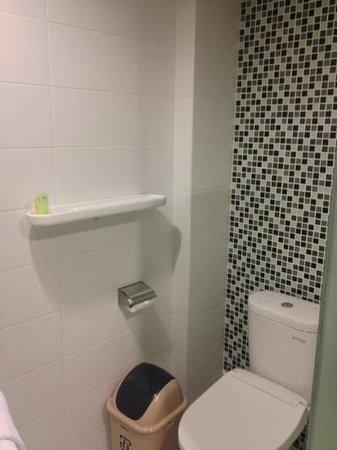 Clay Hotel Jakarta : shower
