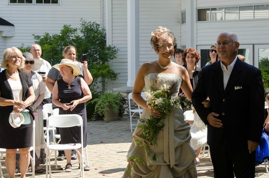 Cherry Valley Lodge: Private courtyard seated theatre for ceremony