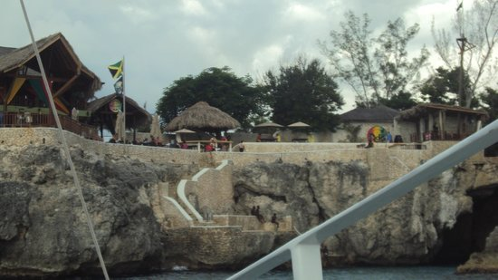 Sandals Negril Beach Resort & Spa: Cliff Divers