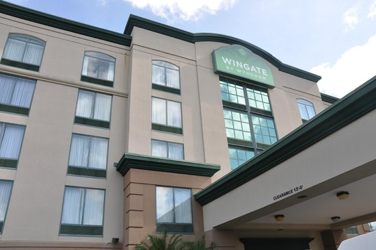 Wingate by Wyndham Orlando International Airport: Front View