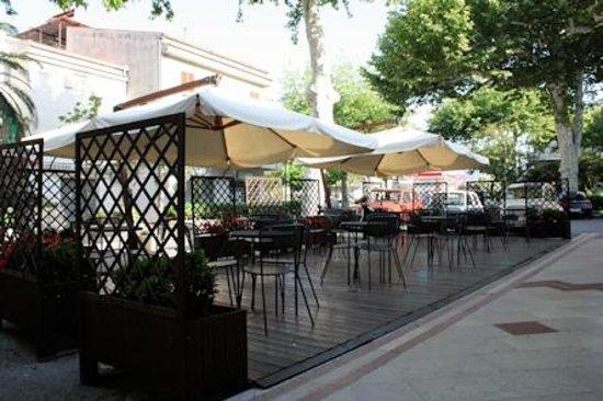 Madrigale Pub: Sala esterna all'aperto