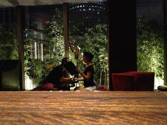 Hotel Indigo Hong Kong Island: 28th floor bar