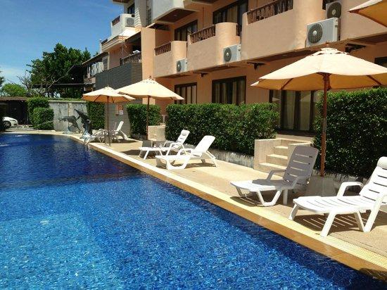 Srisuksant Resort: Pool