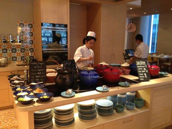 Hotel Indigo Hong Kong Island: Omlete station