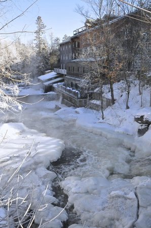 Moulin Wakefield Mill Hotel & Spa: Wakefield Inn in winter splendour
