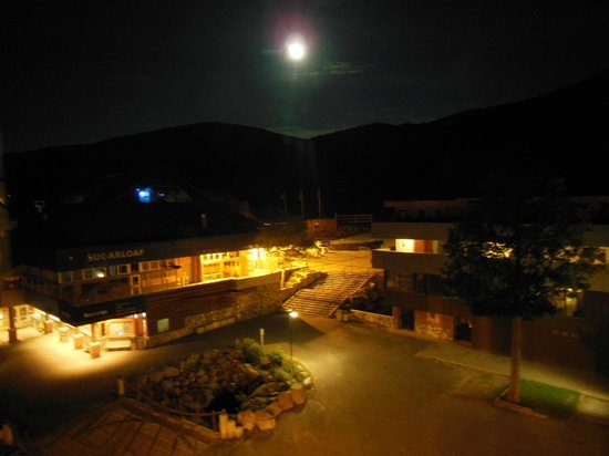 Sugarloaf Mountain Hotel: Full moon over Sugarloaf Mountain