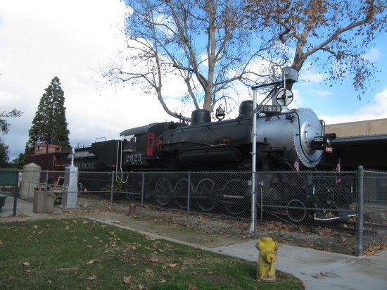 San Bernardino County Museum: steam train