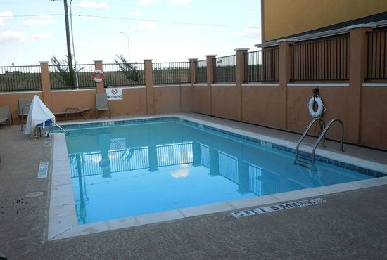 Days Inn Rockdale Texas: view of pool