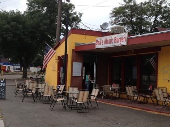 Bob's Atomic Burgers: Front of restaurant