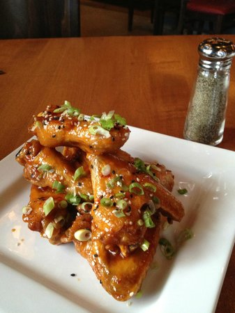 Black Cap Grille : Siracha wings...looked better than they tasted