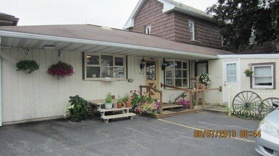 Cherry Lane Motor Inn: Breakfast place