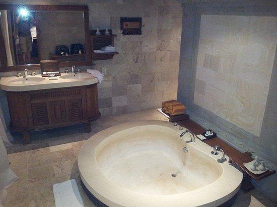 The Royal Pita Maha: King sized bath!