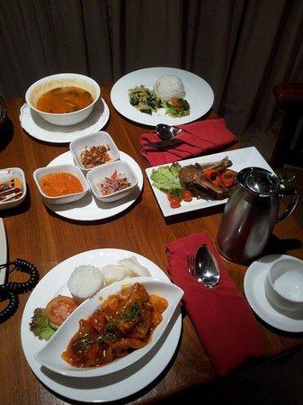 The Royal Pita Maha: Food glorious food!