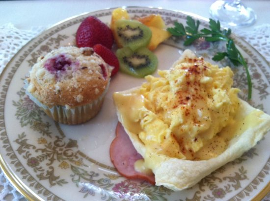The Residence Bed and Breakfast: JoAnn's wonderful breakfast