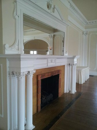 Stanley Hotel: Fireplace in the Music Room