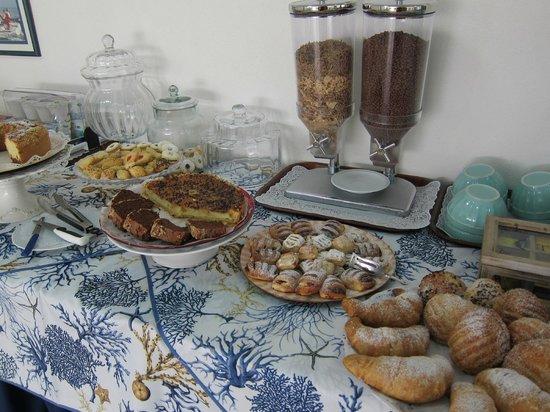 Hotel La Roccia : Breakfast Buffet