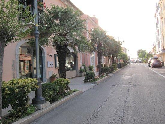 Hotel La Roccia : Main Street Via Nazionale, Palau