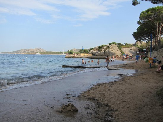 Hotel La Roccia: Beach Near Palau Port (200m)
