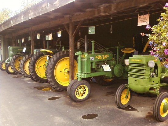 Fly Creek Cider Mill & Orchard: Tractors