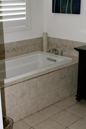 Windjammer Landing Villa Beach Resort: tub