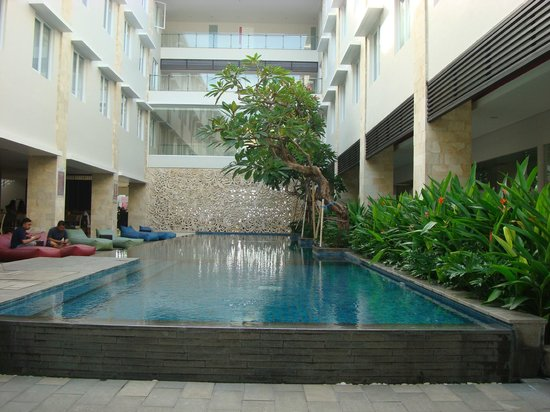 Crystal Kuta Hotel: This swimming pool right beside the restaurant where you will have breakfast