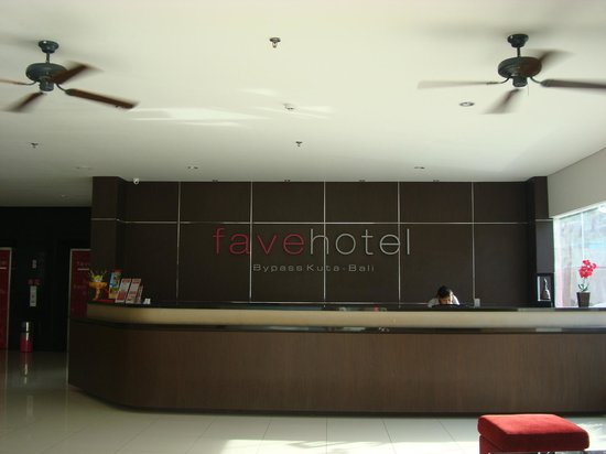 Crystal Kuta Hotel: Hotel's reception
