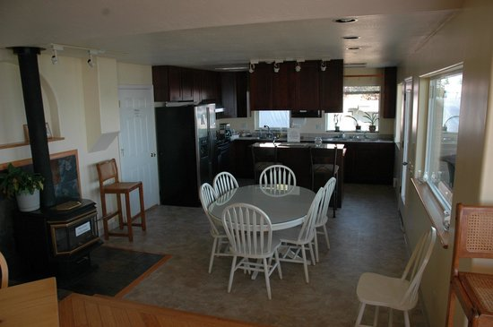 Driftwood Inn & Homer Seaside Lodges: Common kitchen area