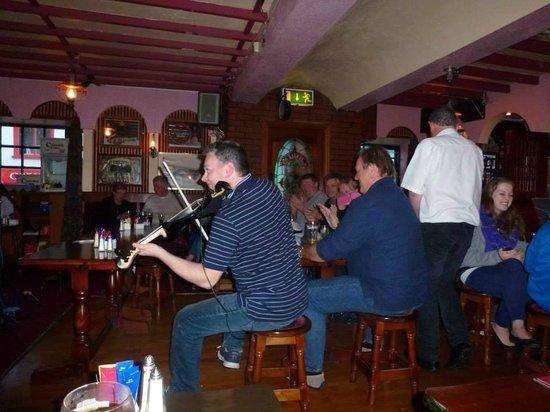 Dingle Pub: music