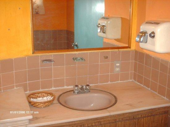 Hotel Holy: Baño