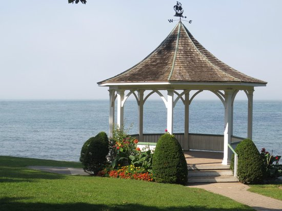 The Old Bank House: Waterfront Gazebo