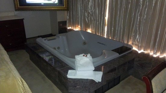 Peppermill Resort Spa Casino : Tub