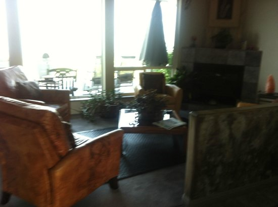 Destination Spa Bed & Breakfast: living room upstairs