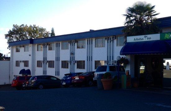 Arbutus Inn : Hotel Exterior