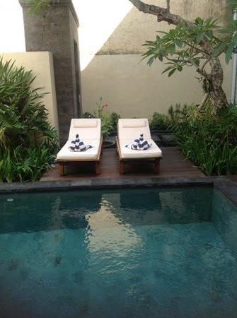 Villa Rendezvous Bali : Pool side