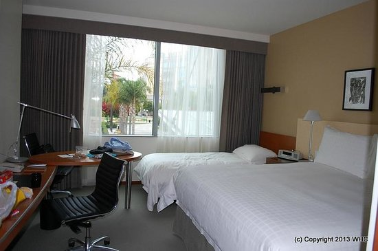 Four Seasons Hotel Silicon Valley at East Palo Alto : kind sized bed with bumper bed
