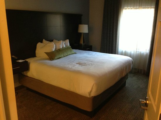 Staybridge Suites Grand Forks : Bedroom
