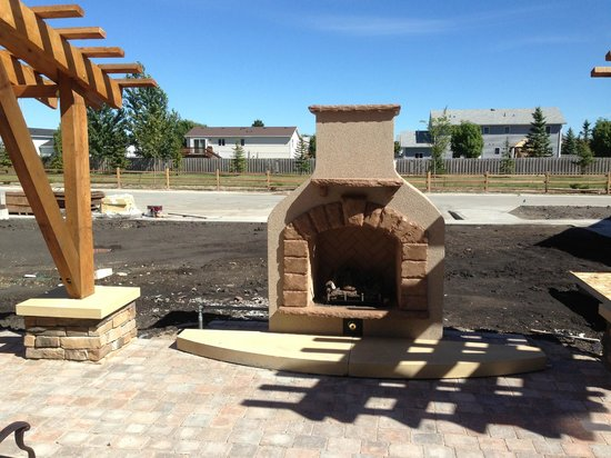 Staybridge Suites Grand Forks : Outside Fire Pit (Gas)