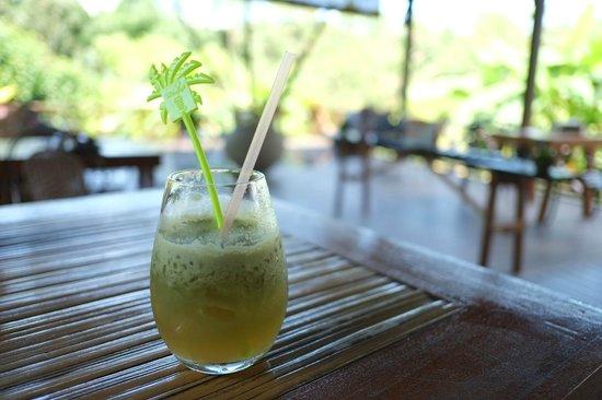 Sepilok Forest Edge Resort: Fresh Apple Juice