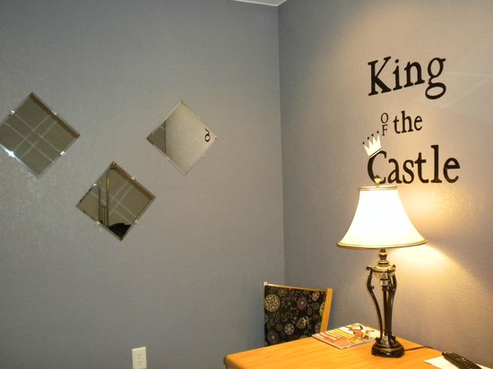 Enchanted Castle: Exactly what you are here: Fit for a King!