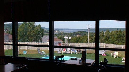 Clarenville Inn: Restaurant with View